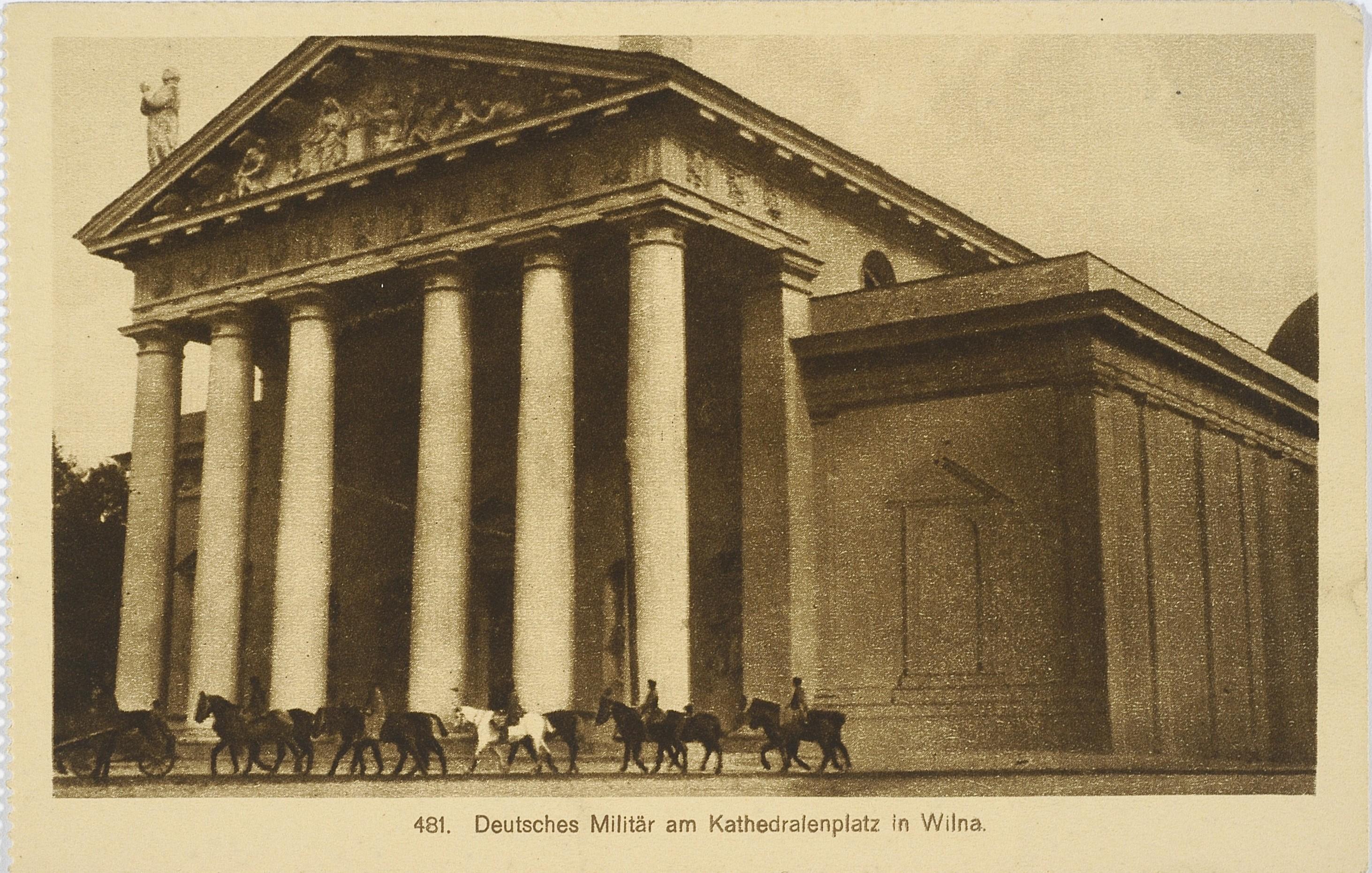 Соборная площадь с немецкими солдатами