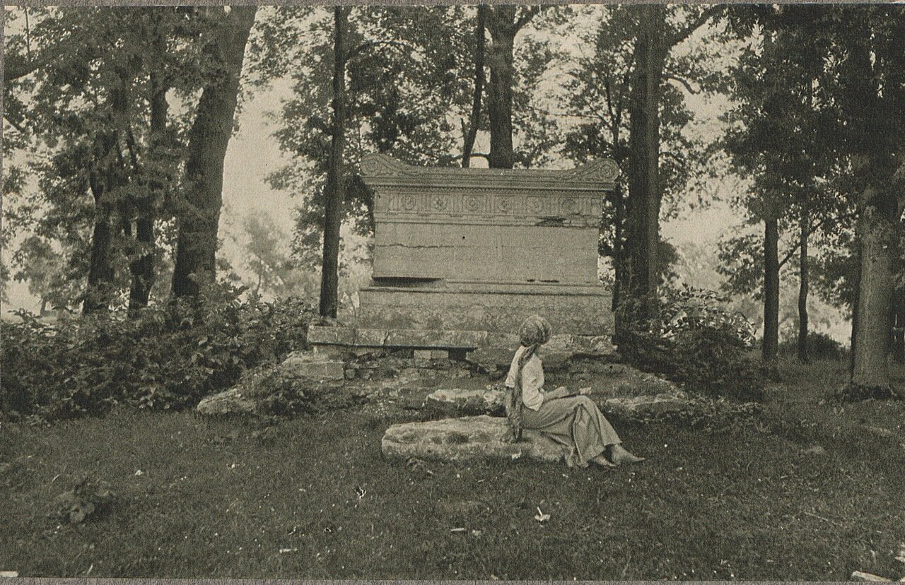 Гавин. Статуи в парке