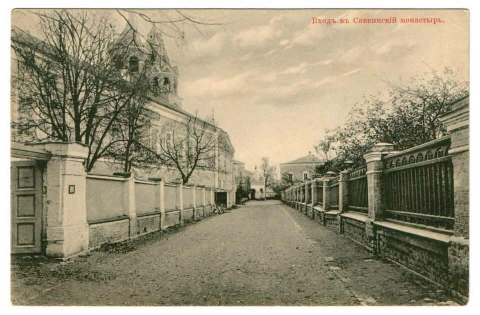 Вход в Саввинский монастырь
