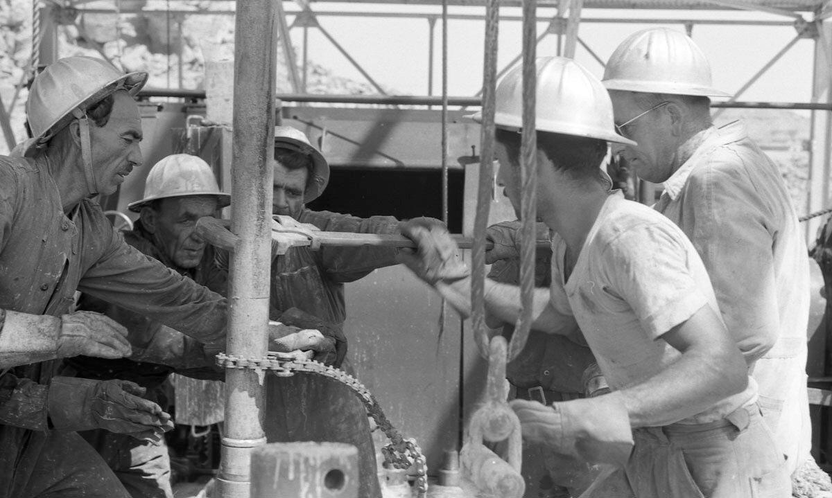 44. Работники нефтяной промышленности, Иран, 1958