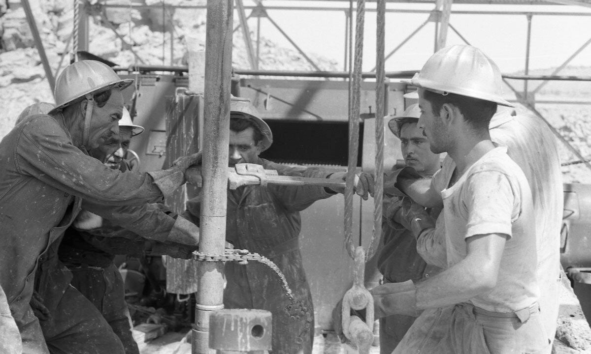 54. Работники нефтяной промышленности, Иран, 1958