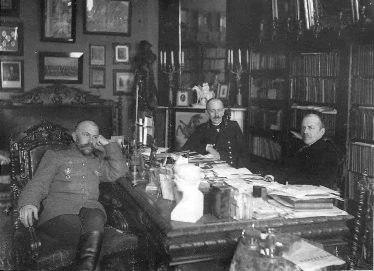 П.Ф.Булацель со своими сослуживцами за письменным столом в своем кабинете