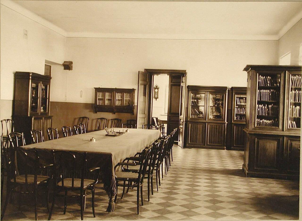 11. Вид части библиотеки училища