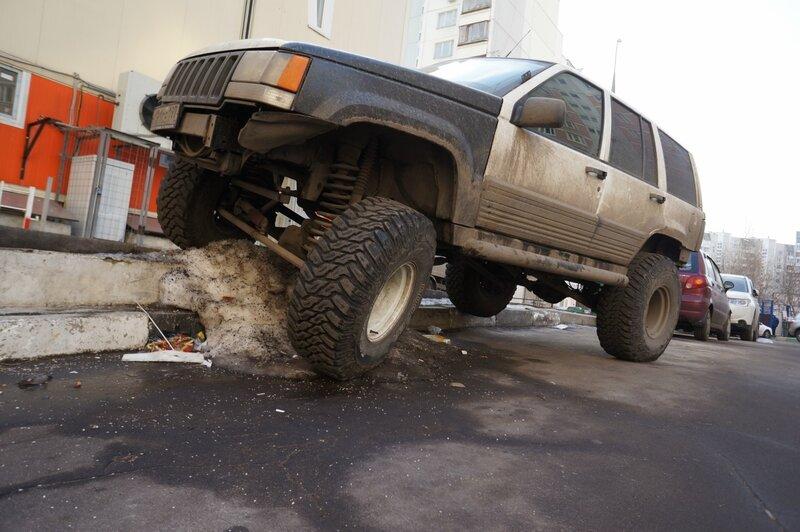 Как надо парковаться во дворах
