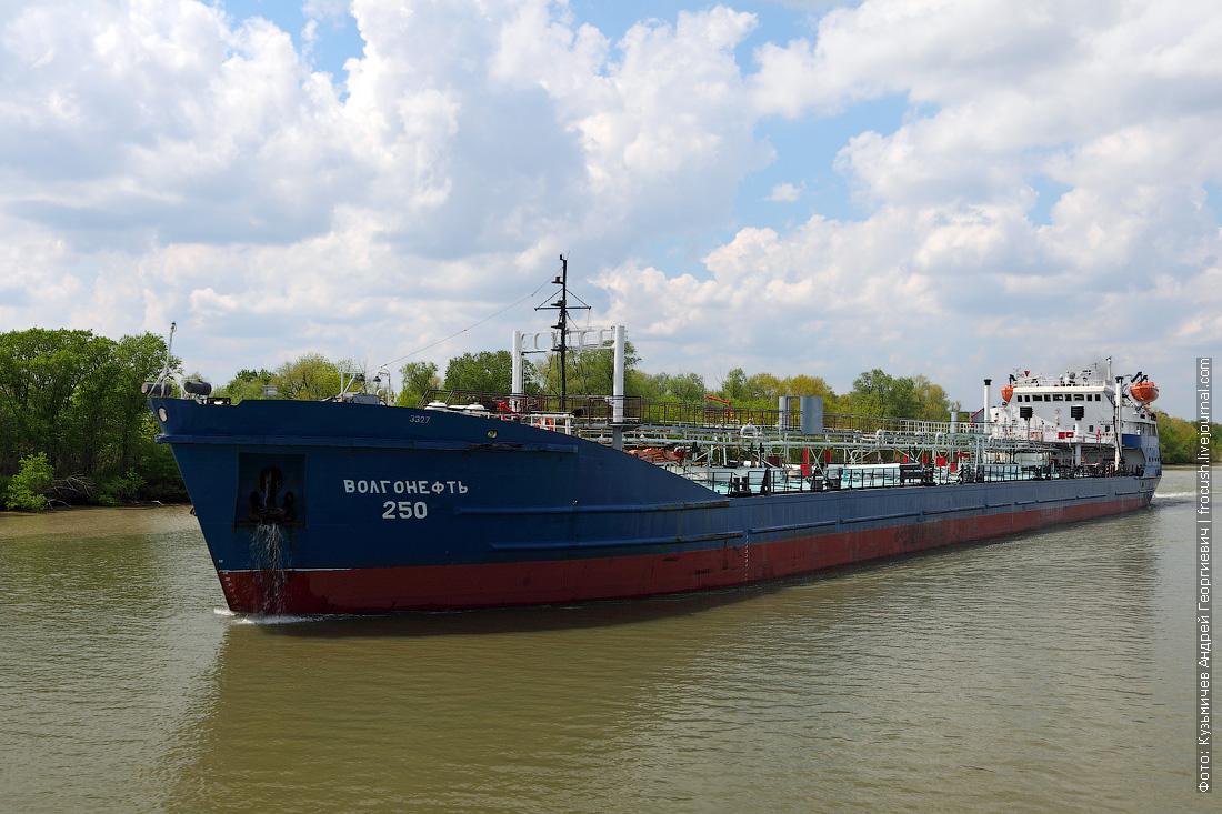 Дон. Нефтеналивной танкер «Волгонефть-113» (1975 года постройки)