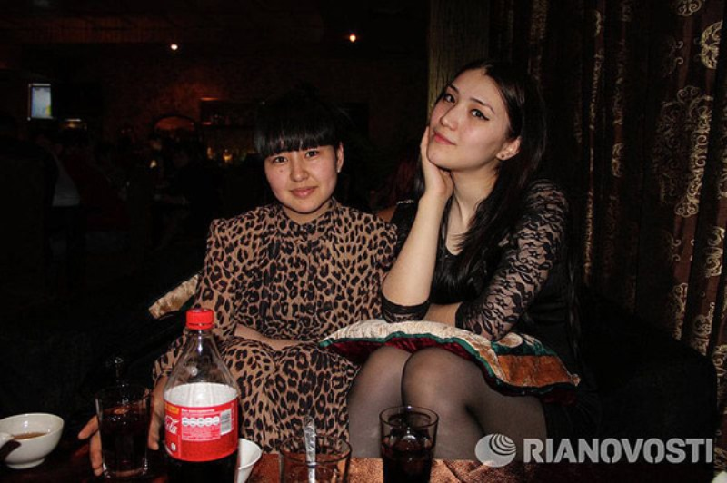 Смотреть видео онлайн секс русской девочки с гастарбайтерами фото 614-403