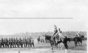 Император Николай II принимает парад Павловского полка .