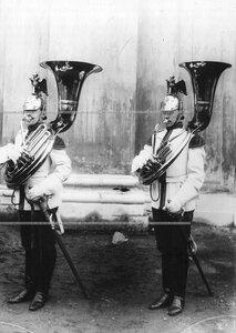 Трубачи полка у Конногвардейского манежа.