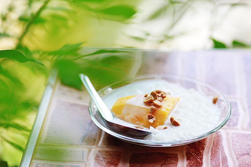 Манго с кокосовым молоком. Тайский десерт.