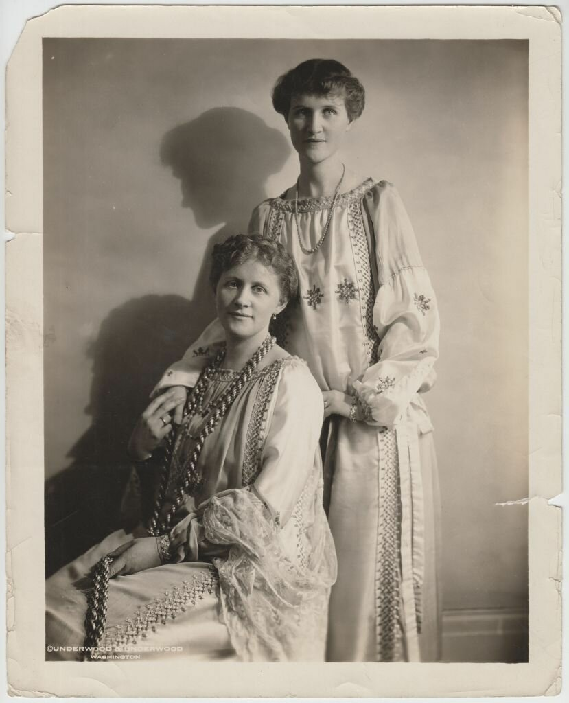 Эвелина Майделл с сестрой Илзе Франк