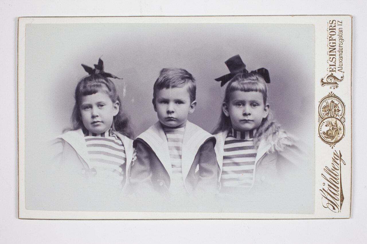 Сири, Эдвард и Вива Валленщельд