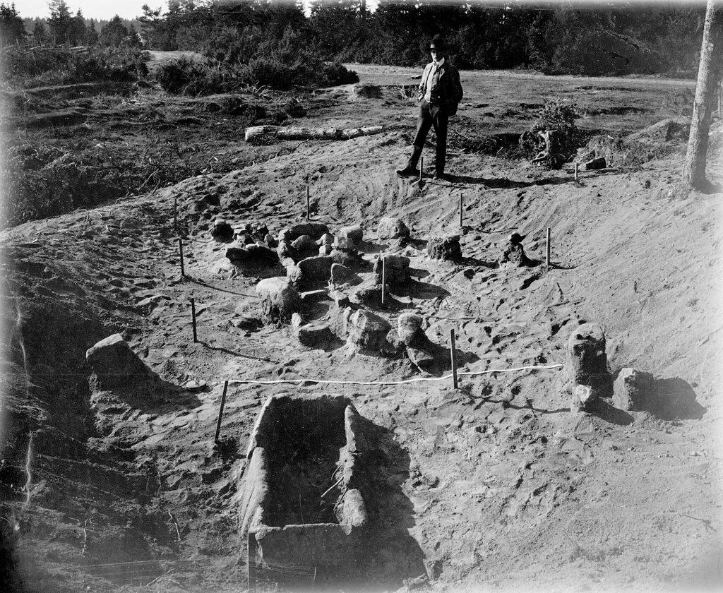 Археологические раскопки поселения каменного века в селе Лангбергсода на Аландских островах в Балтийском море. 1880