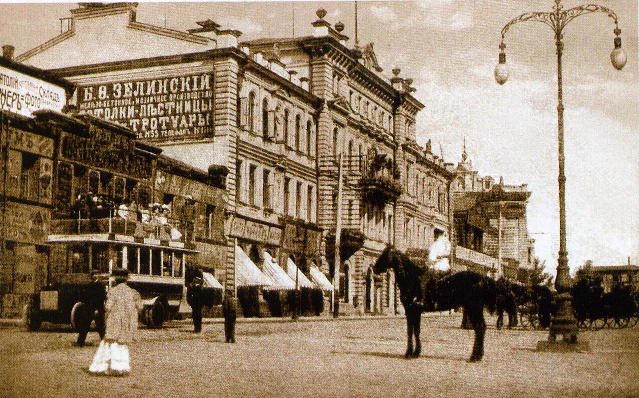 Городская дума на Николаевской площади