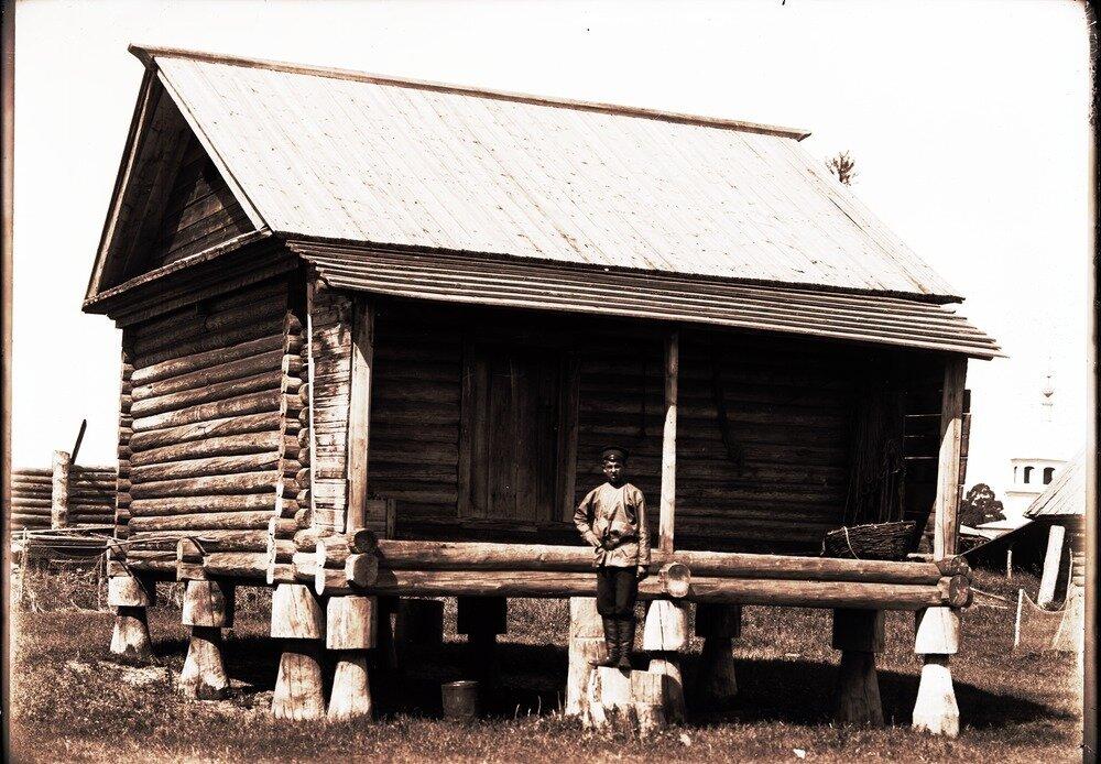 Село Накрачинское. Амбар для овса