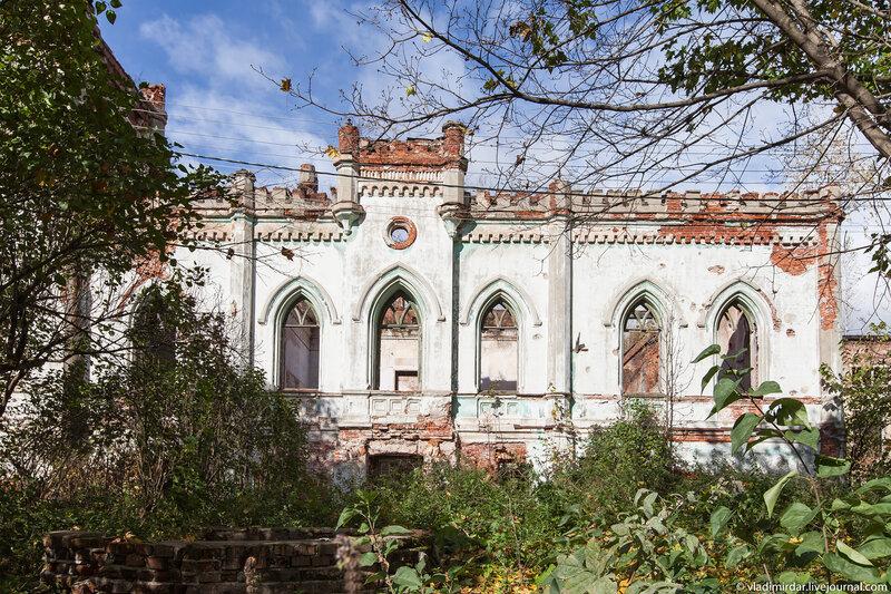 Дворец в Колосово - вид со стороны парка