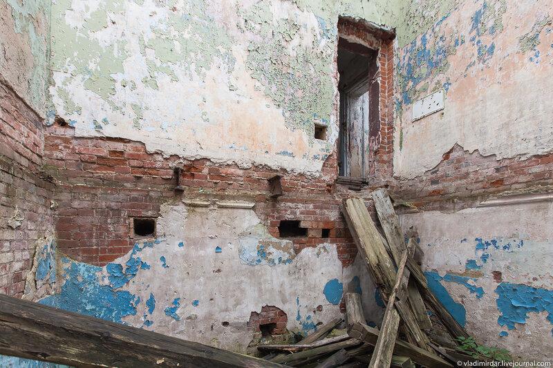 Руины барского дома в Колосово