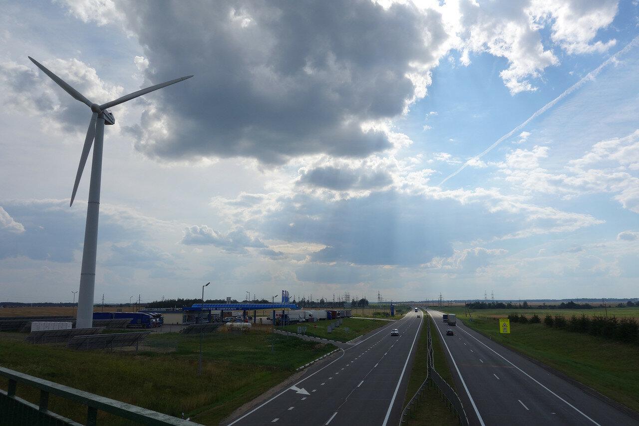 ветряк у трассы М1
