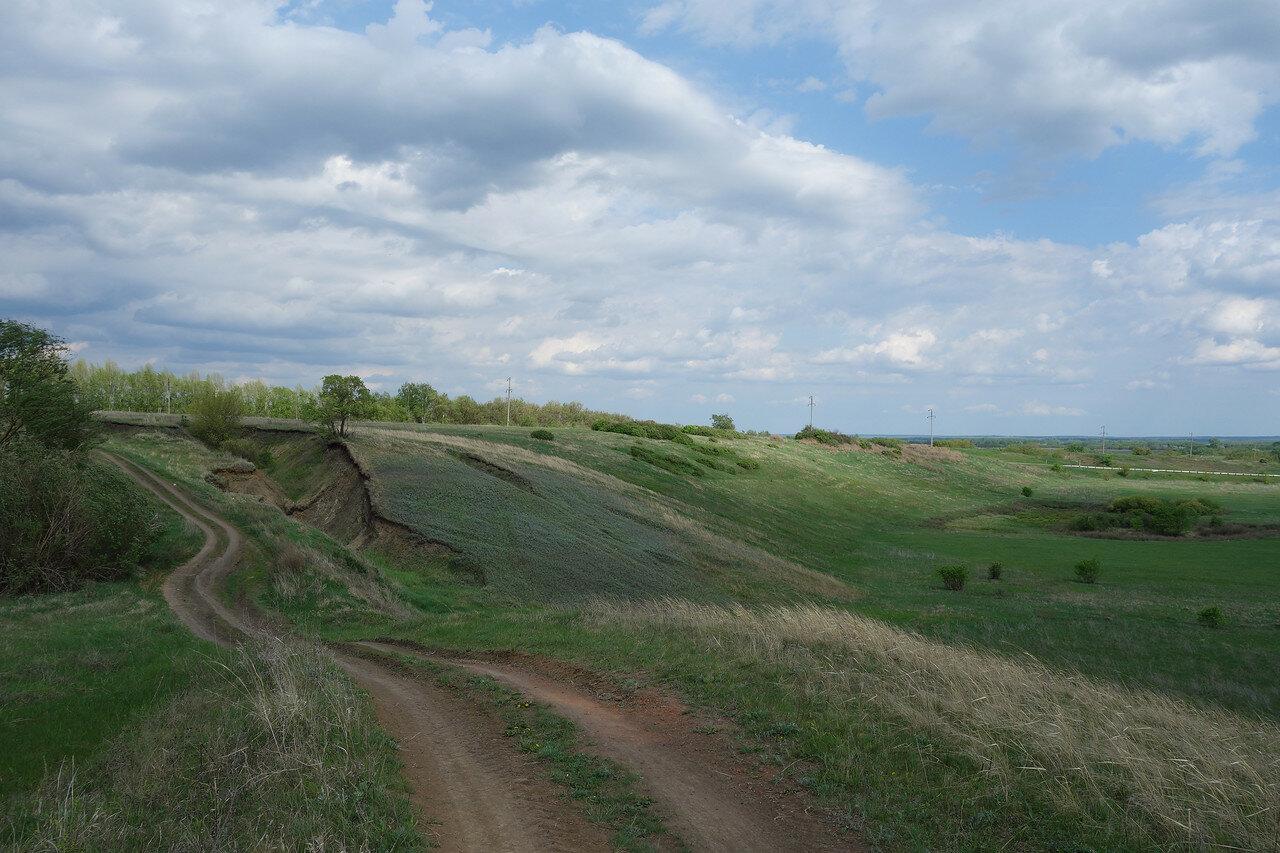 овраг и склон со степной травой