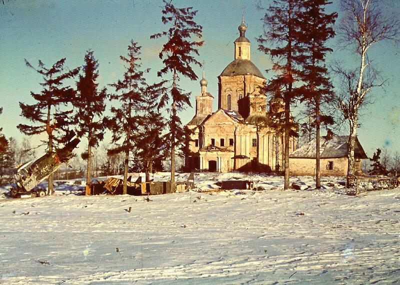 1941 Рава Русская Rot Kreuz-Flugzeug-Orthodoxe-Kirche-als-Lazarett.jpg