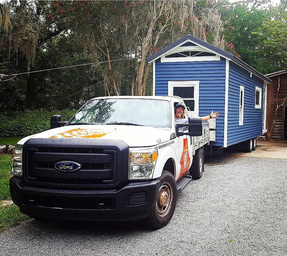 Студент не захотел жить в общежитии и построил  домик за $14 000