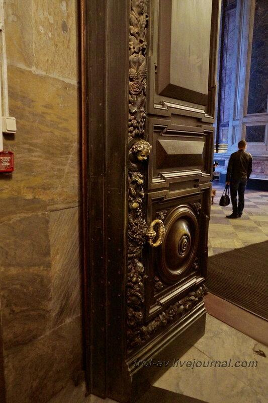 Двери в Исаакиевском соборе (собор преподобного Исаакия Далматского), Санкт-Петербург
