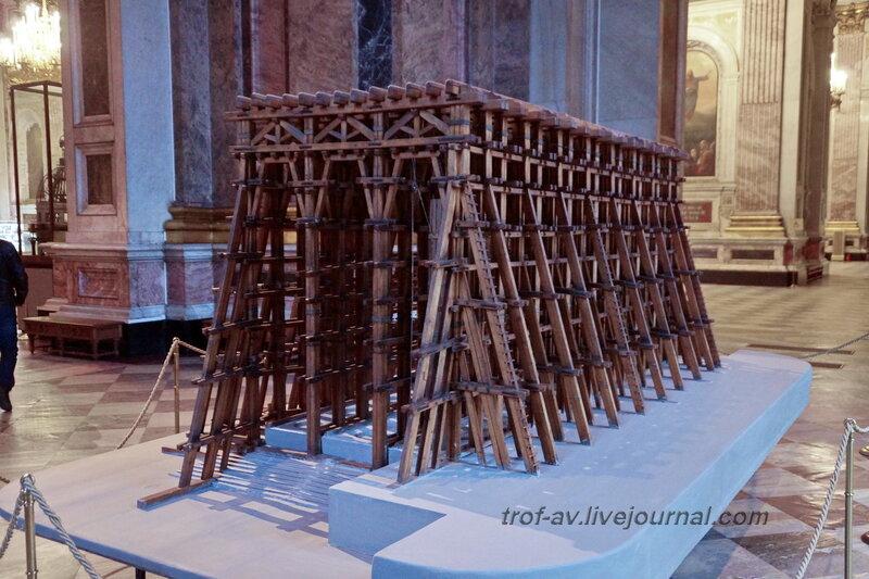 Модель лесов, применявшихся для подъёма колонн Исаакиевского собора (собор преподобного Исаакия Далматского), Санкт-Петербург