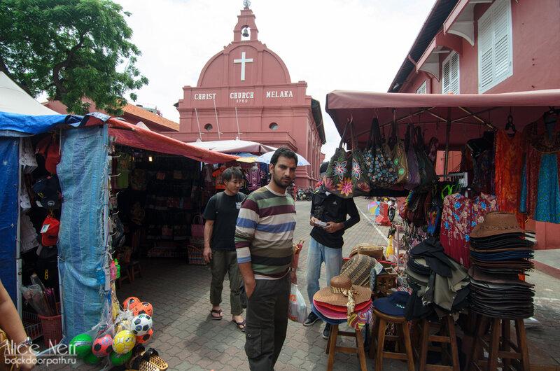 Рынок возле португальской застройки в центре Мелакки.