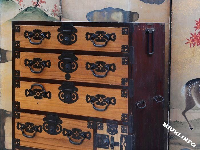 светлый антикварный комод тансу, японская мебель