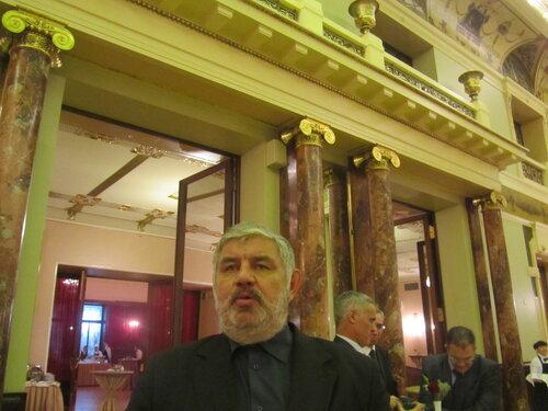 Метрополь 52 года Алжирской революции Саид.jpg