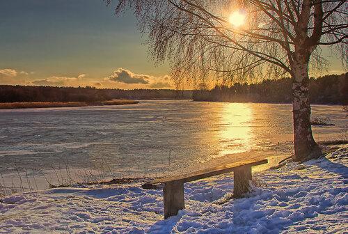 На закате у реки