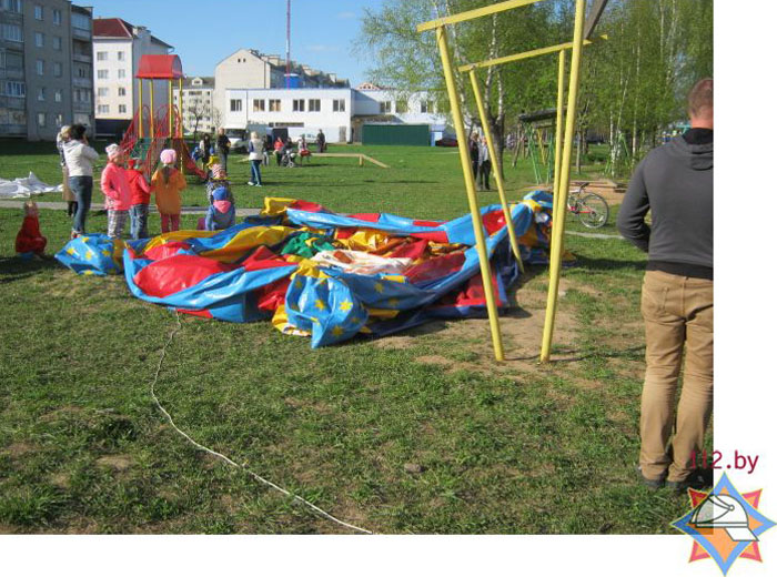 В Горках опрокинулся надувной аттракцион - девять детей госпитализированы