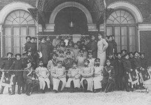 Группа офицеров и трубачей полка.