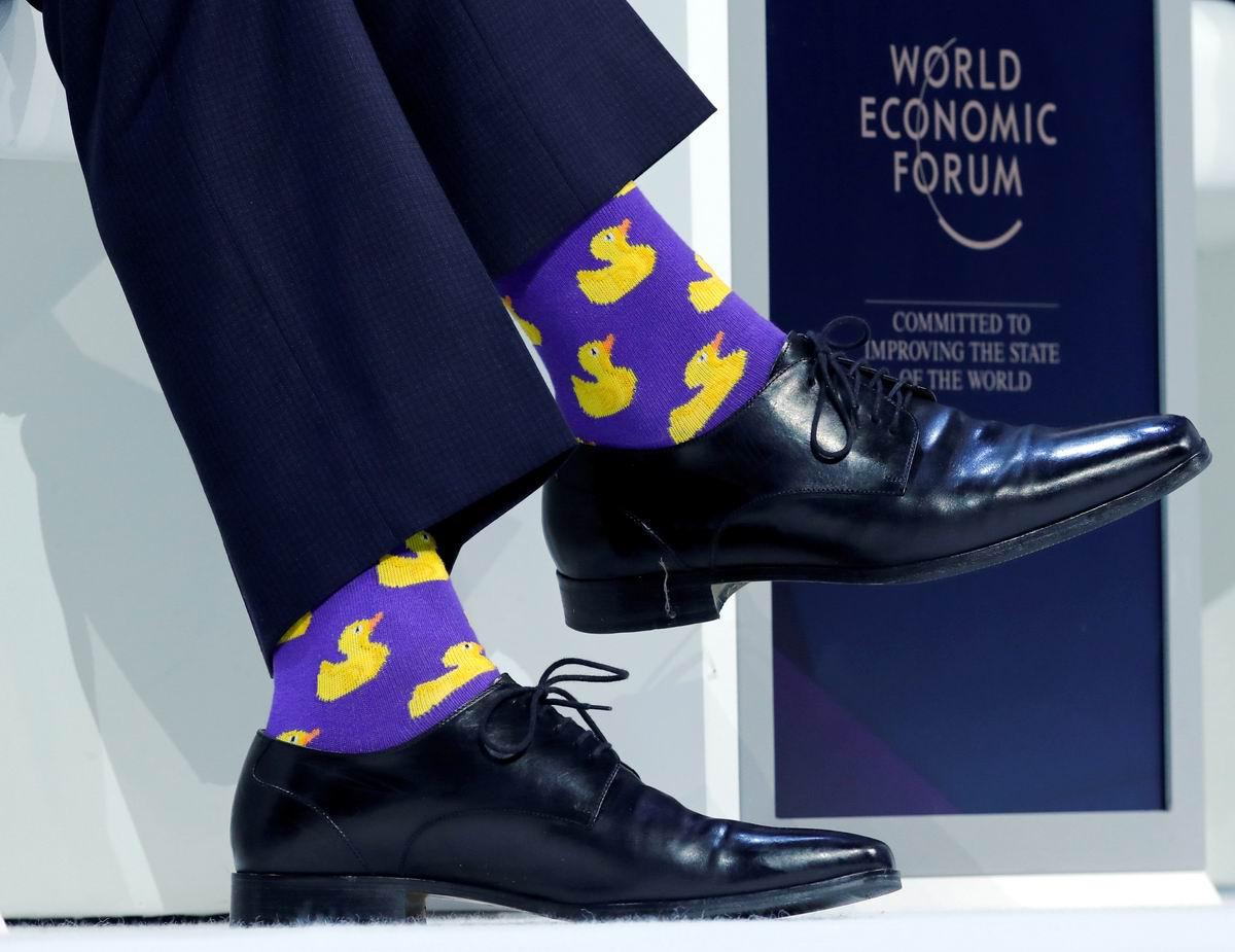 Все на желтеньких утят быть похожими хотят: Носки канадского премьер-министра на экономическом форуме в Давосе