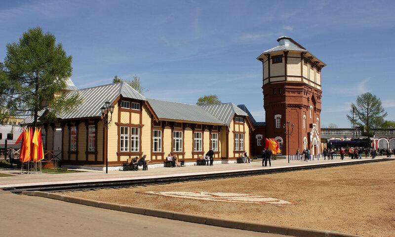 Вокзал и водонапорка в депо Подмосковная