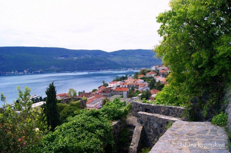 Вид на Херцег Нови от крепости