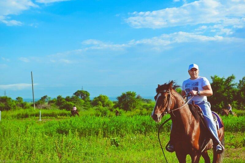 Алексей Теняков на лошади в Уссурийске