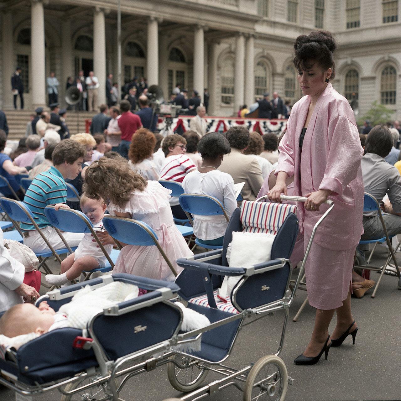 1985. Мероприятие возле мэрии