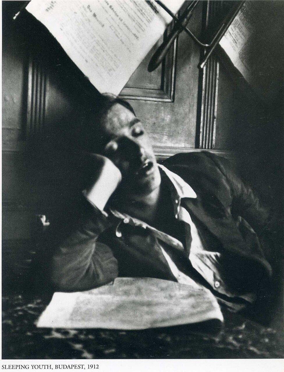 Спящий юноша. Будапешт, 1912