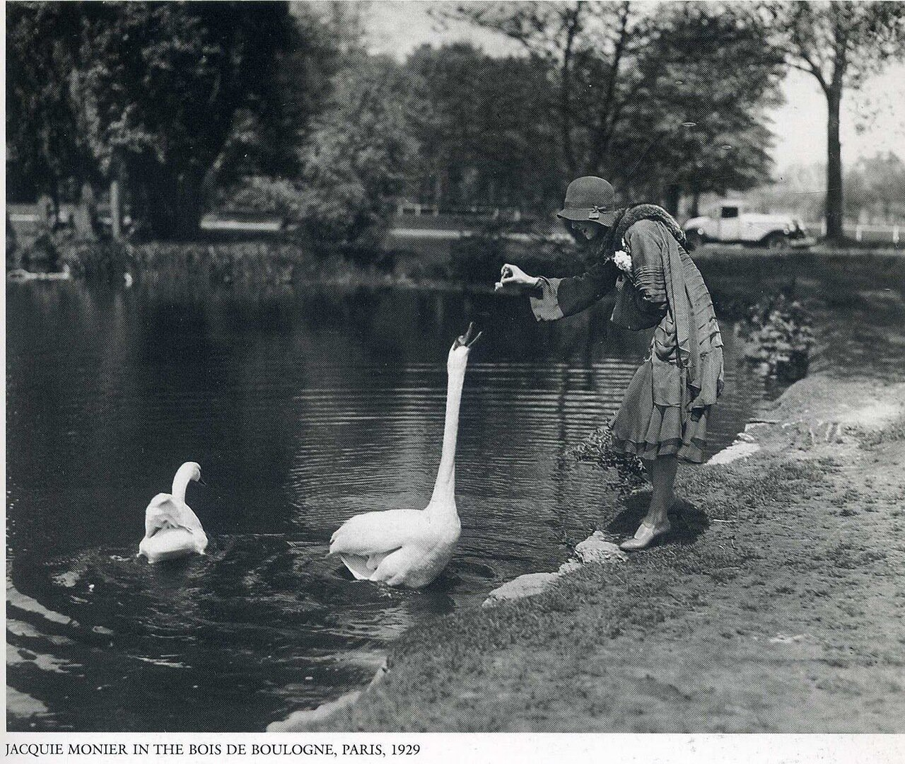 1929. Париж. Джеки Монье в Булонском лесу