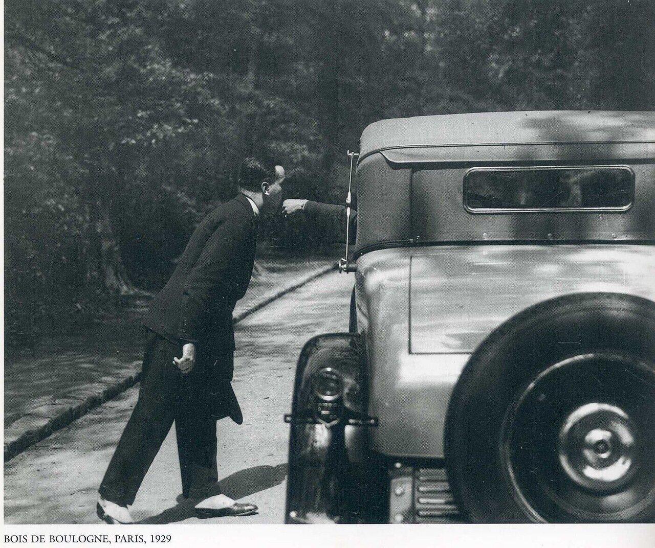 1929. Париж. В Булонском лесу