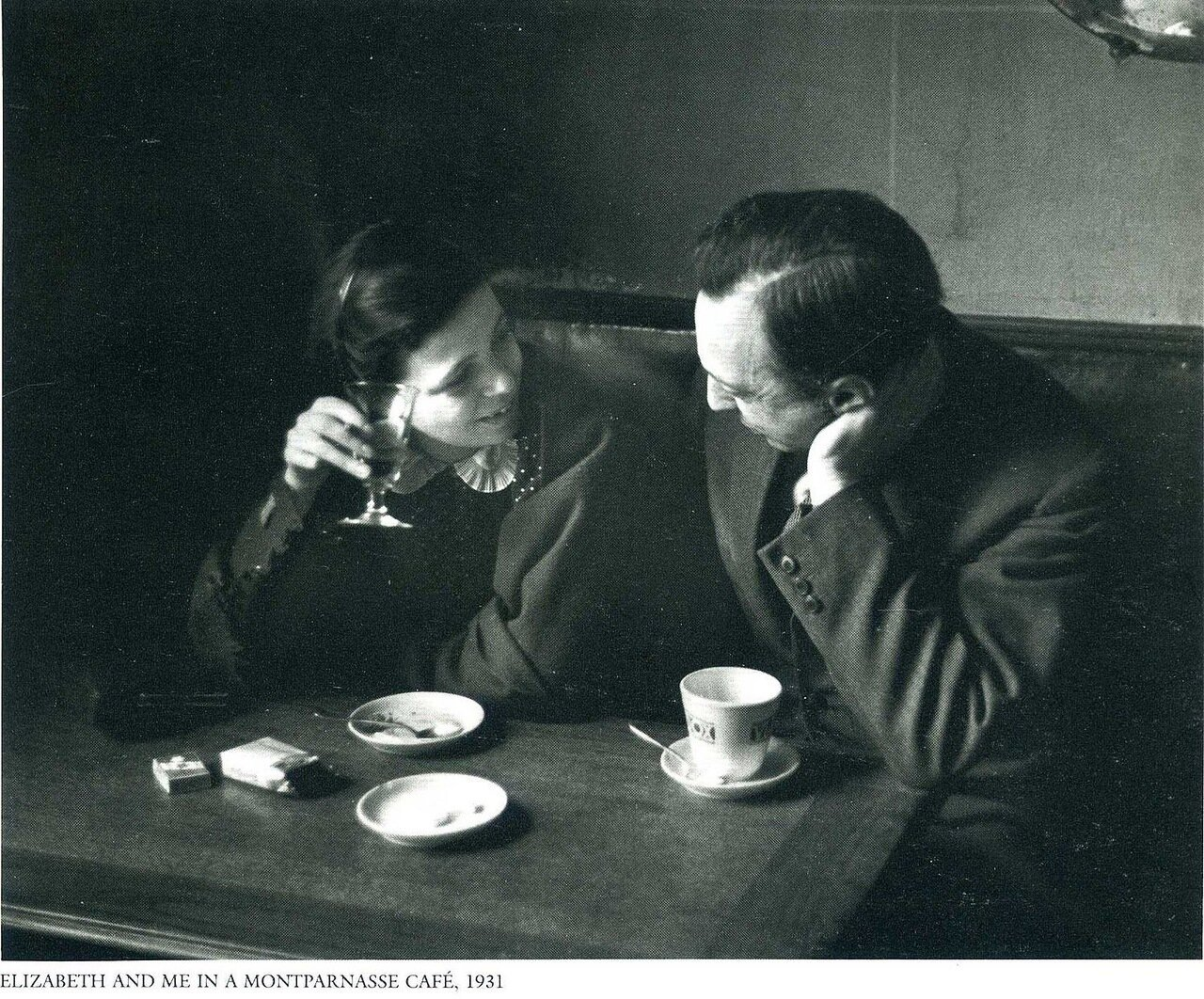 1931. Париж. Я и Елизабет в кафе на Монмартре
