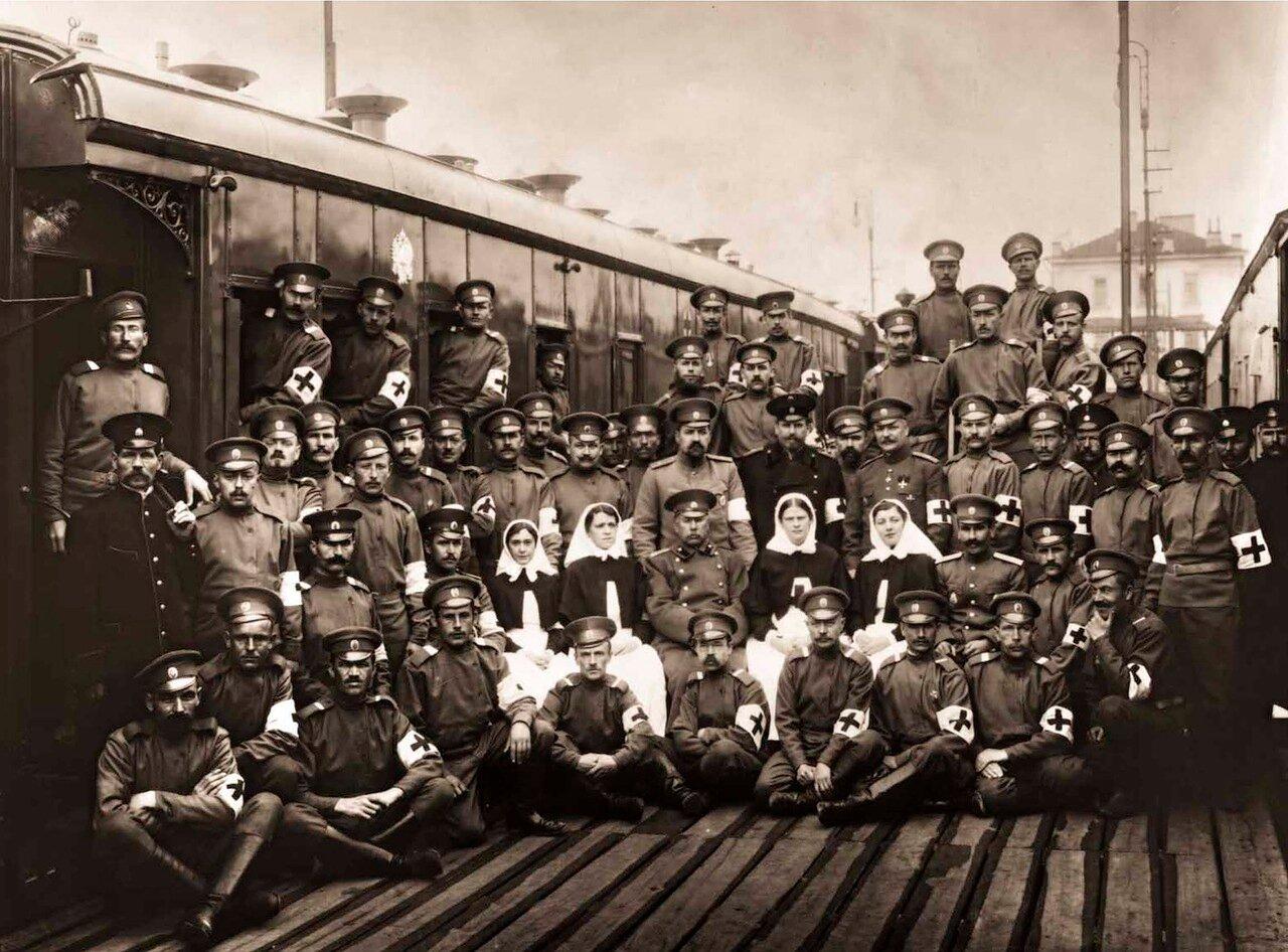 1914. Администрация и медицинский персонал военно-санитарного поезда №63.