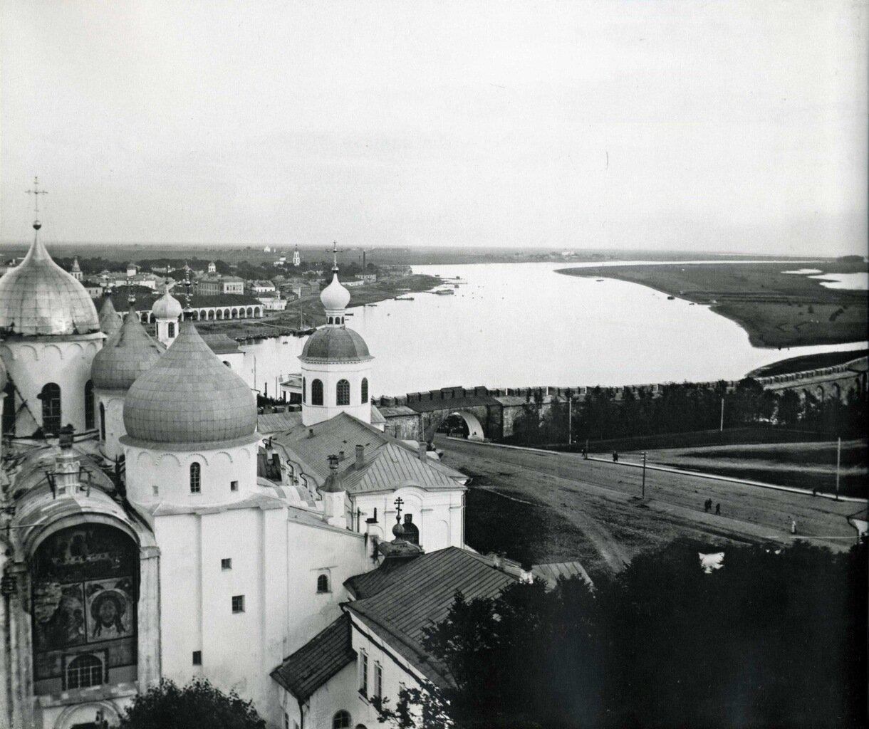 Вид с часозвони в Новгородском кремле. 1913