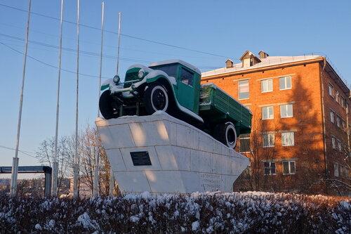 Памятник ЗИС-5 «Автомобилю - труженику, автомобилю-воину», Тучково