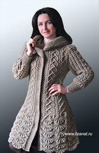 Пальто с каймой и капюшоном от Натальи Лок спицами