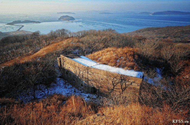 Форт №9 Владивостокской крепости, левый кофр и вид на острова Лаврова и Энгельма