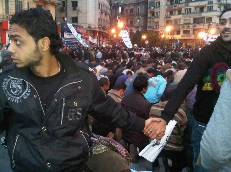 Примеры проявления любви и человечности на акциях протеста