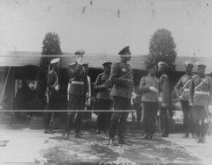 Офицеры в ожидании прибытия императора Николая II на торжественную закладку нового здания   казарм  полка; слева - великий князь Павел Александрович.