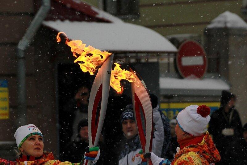 Эстафета олимпийского огня в Кирове: огонь двух олимпийских факелов
