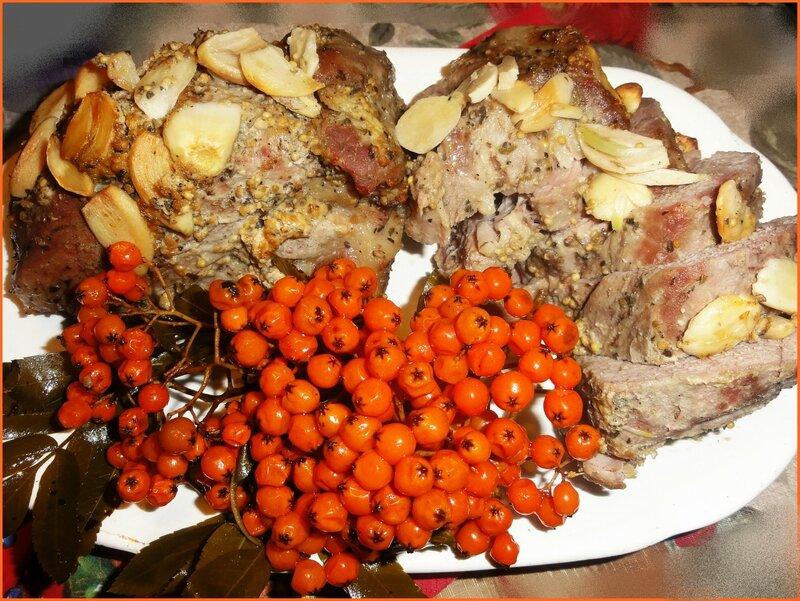 Свиная шейка с рябиной консервированной